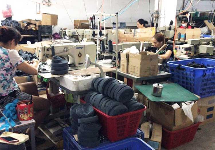 稳好纺织员工工作时